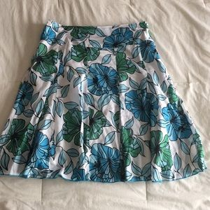 Beautiful blue floral print Apt 9 skirt